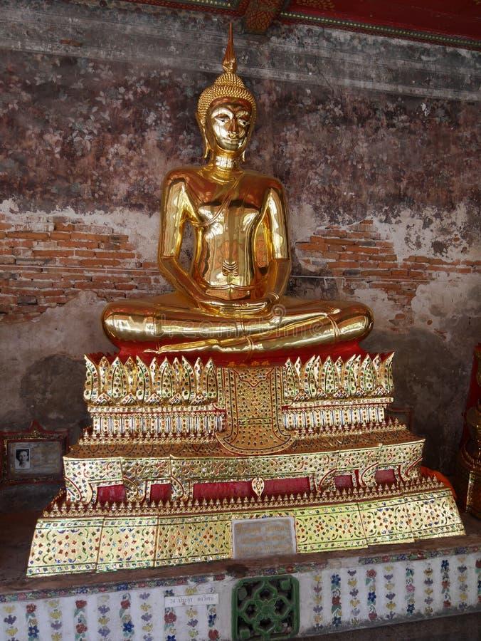 Estatua del bouddha de Buda en oro imagen de archivo