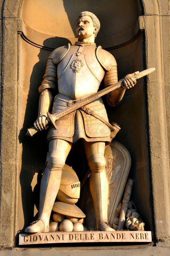 Estatua del caballero en Italia imagenes de archivo