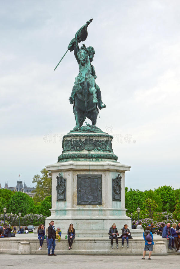 Estatua del caballo en Volksgarten en Viena, AUSTRIA imagenes de archivo