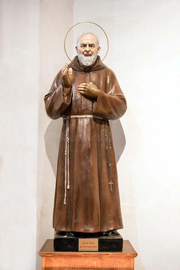 Estatua del capellán Pio o santo Pio de Pietrelcina fotos de archivo libres de regalías