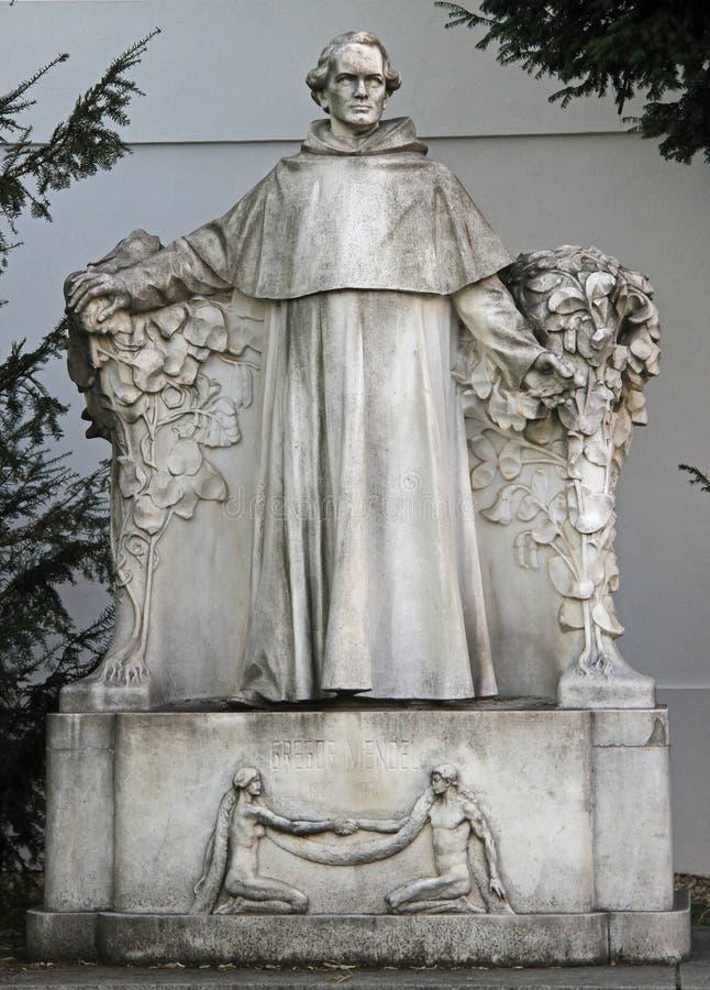 Estatua del científico famoso Gregor Johann Mendel fotos de archivo