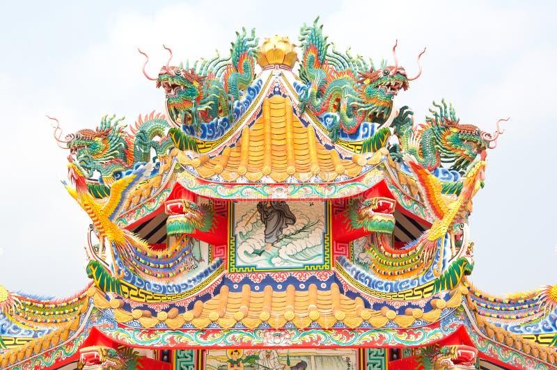 Estatua del dragón en la azotea del templo de China fotografía de archivo libre de regalías