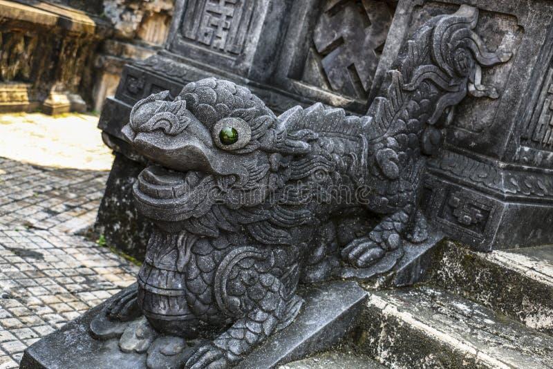 Estatua del dragón en la tumba compleja del emperador Khai Dinh, tonalidad, Vietnam imagen de archivo