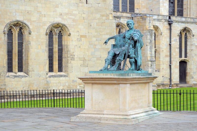 Estatua Del Emperador Romano Constantina, York, Inglaterra Foto editorial