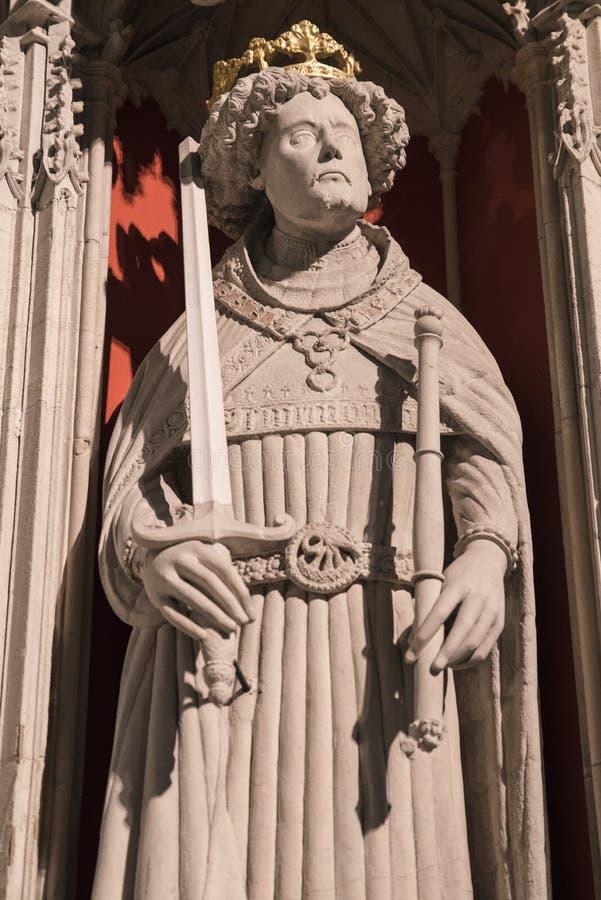 Estatua del Enrique V en la iglesia de monasterio de York imagen de archivo