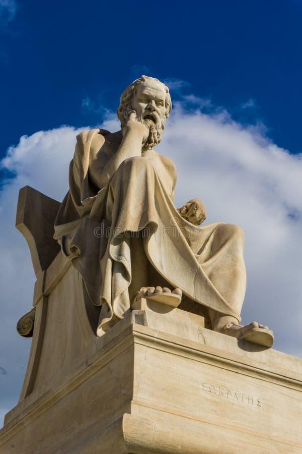 Estatua del filósofo Socrates del griego clásico en la academia de Atenas en Grecia imagen de archivo libre de regalías