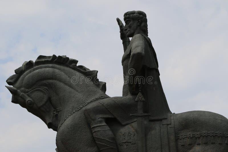 Estatua del fundador de la ciudad Vakhtang Gorgasali de Tbilisi fotos de archivo libres de regalías