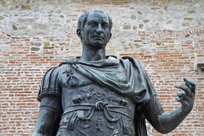 Estatua del fundador Julius Caesar de la ciudad imagen de archivo