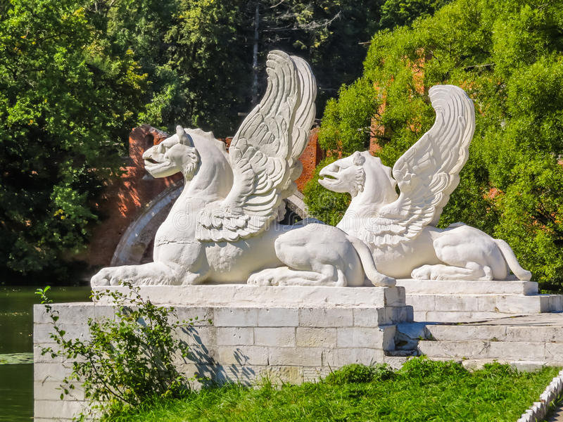 Estatua del grifo Seres cons alas ismythological de los grifos fotografía de archivo libre de regalías