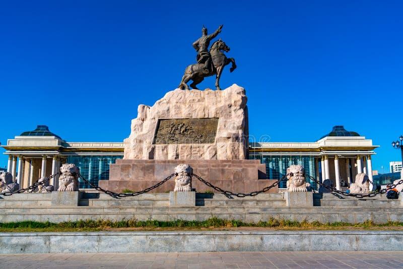 Estatua del héroe revolucionario mongol Sukhbaatar en el cuadrado de Sukhbaatar fotografía de archivo