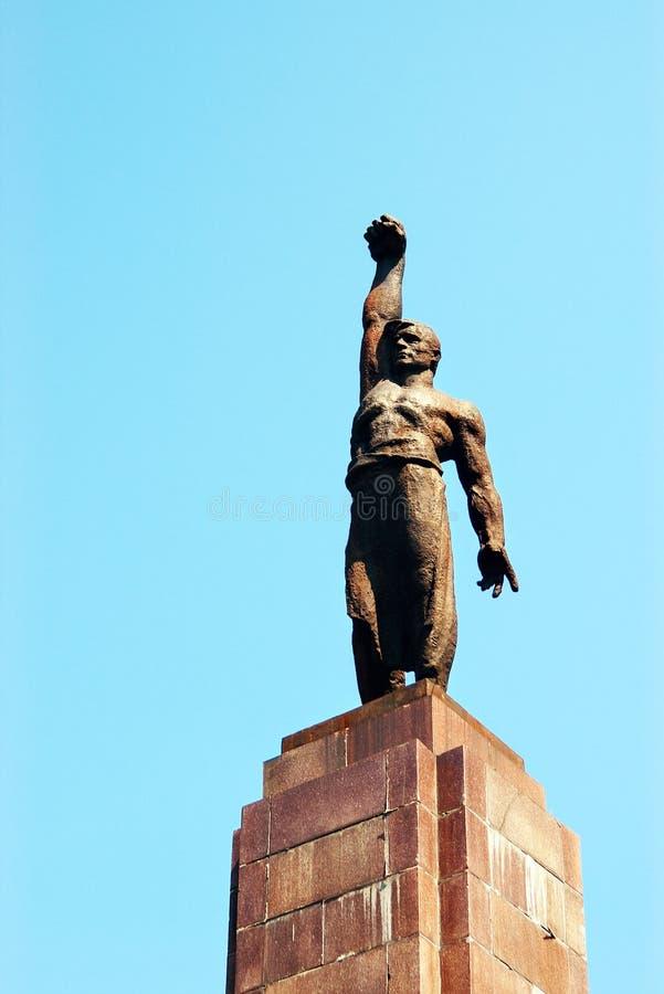Estatua del hombre con el puño imágenes de archivo libres de regalías