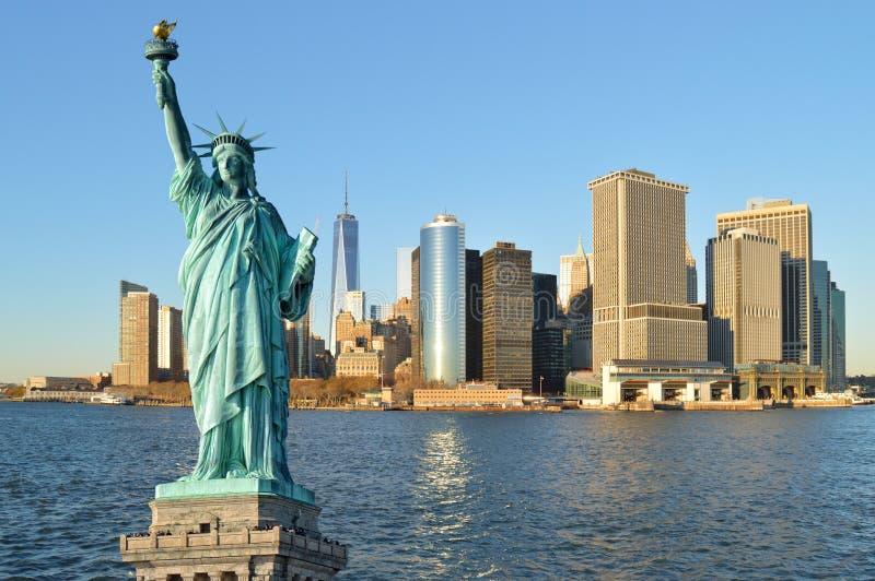 Estatua del horizonte de la libertad y de Manhattah foto de archivo