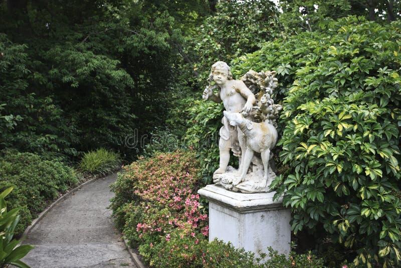 Estatua del jardín foto de archivo libre de regalías