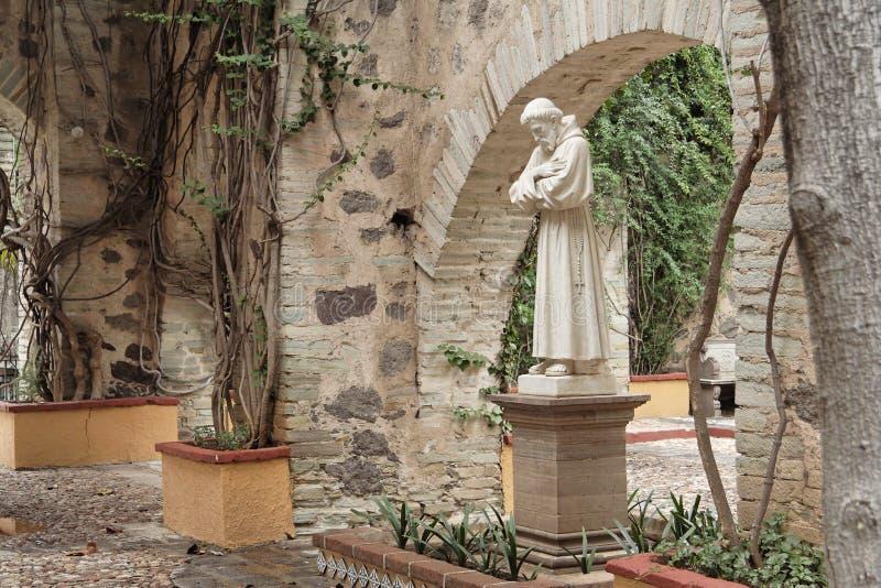 Estatua del jardín de la hacienda fotografía de archivo