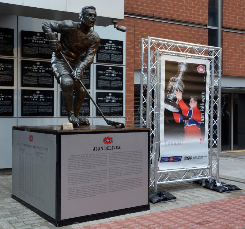 Estatua del jugador de hockey anterior de Jean Beliveau fotos de archivo libres de regalías