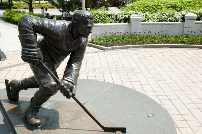 Estatua del jugador de hockey - Ottawa - Canadá fotos de archivo