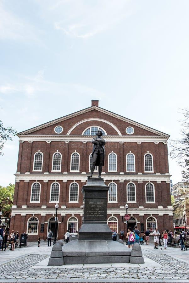 Estatua del monumento de Samuel Adams cerca de Faneuil Pasillo en Boston Massachusetts los E.E.U.U. fotos de archivo