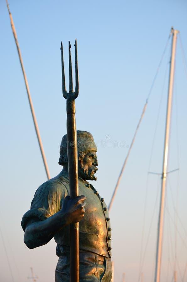 Estatua del pescador por el lago Balatón en Balatonfured fotografía de archivo libre de regalías