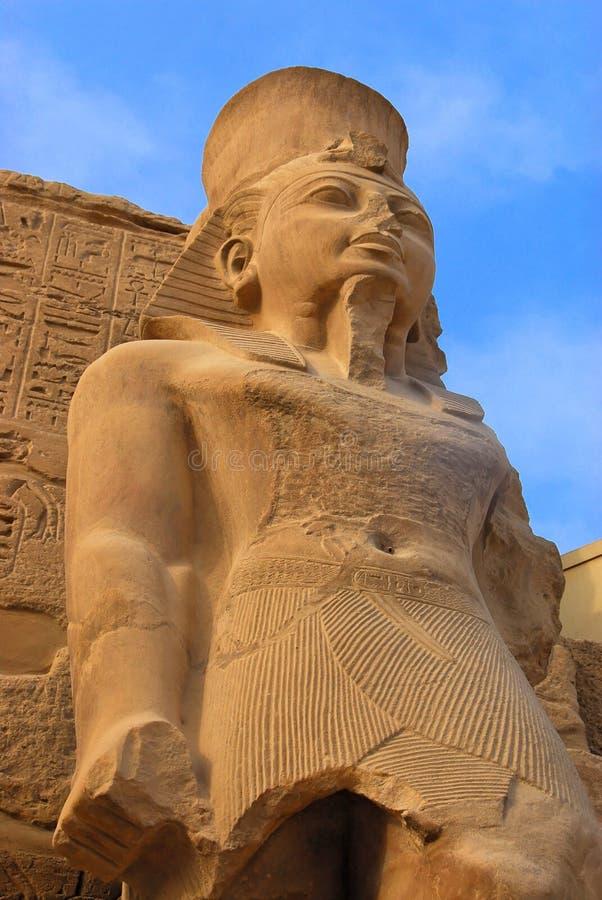 Estatua del Pharaoh en Karnak imágenes de archivo libres de regalías