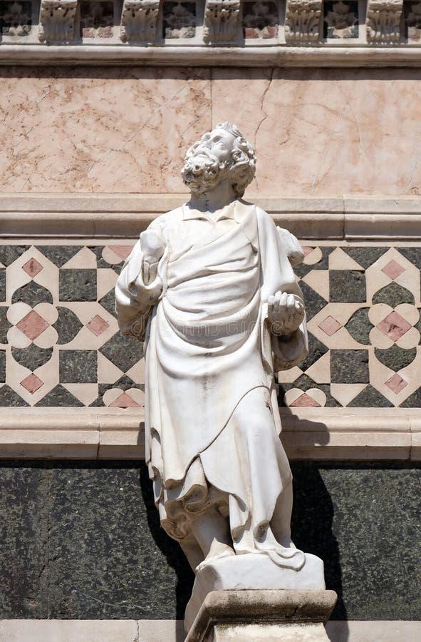 Estatua del profeta, porta en el flanco de Florence Cathedral imágenes de archivo libres de regalías