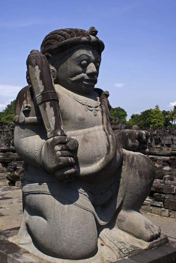 Estatua del protector en el templo de Prambanan en Indonesia fotografía de archivo