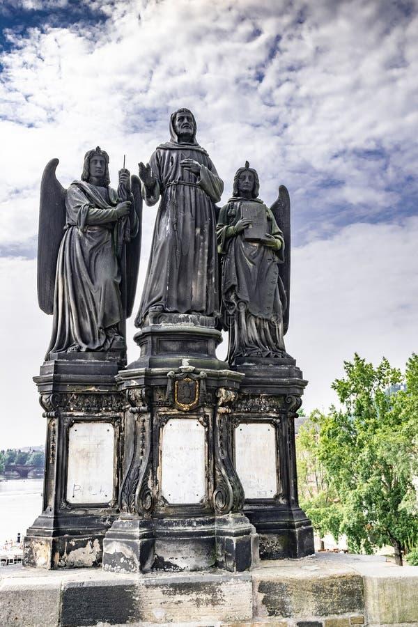 Estatua del puente Praga del St Francis Of Assisi On Charles fotografía de archivo libre de regalías