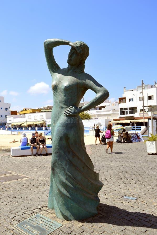 Estatua del puerto de Corralejo imagen de archivo libre de regalías