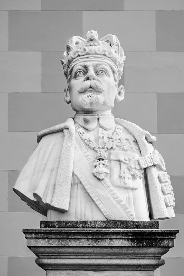 Fernando I Del Busto De Rumania En La Ciudadela De La Ciudad De Alba Iulia  En Rumania Foto de archivo - Imagen de ferdinand, rumano: 106655682