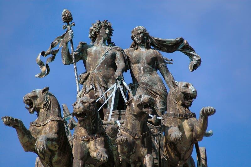 Estatua del teatro de la ópera en Dresden, Alemania fotografía de archivo libre de regalías