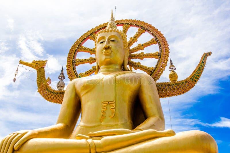 Estatua del templo del lago Samui imágenes de archivo libres de regalías