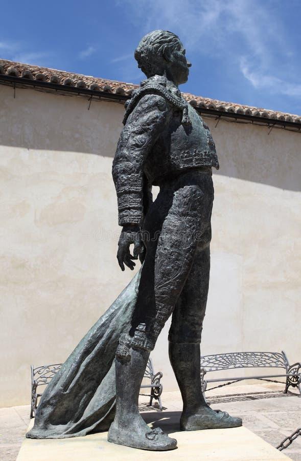 Estatua del Torero en Ronda, España fotos de archivo