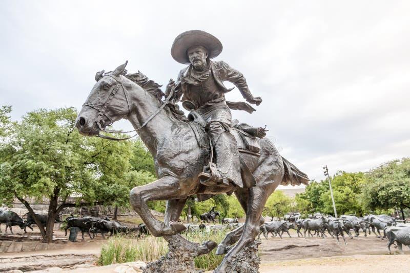 Estatua del vaquero en la ciudad de Dallas foto de archivo libre de regalías