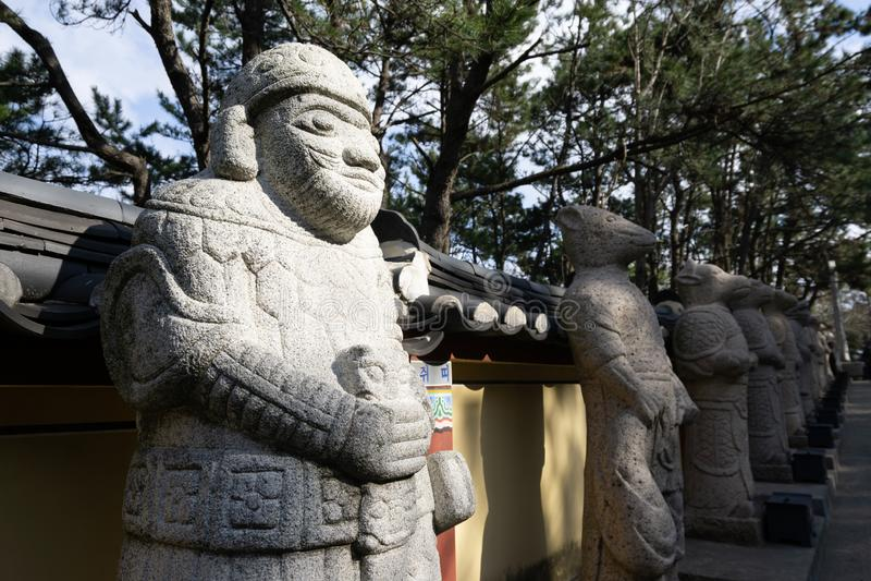 Estatua del zodiaco en el templo de Haedong Yonggungsa fotos de archivo libres de regalías
