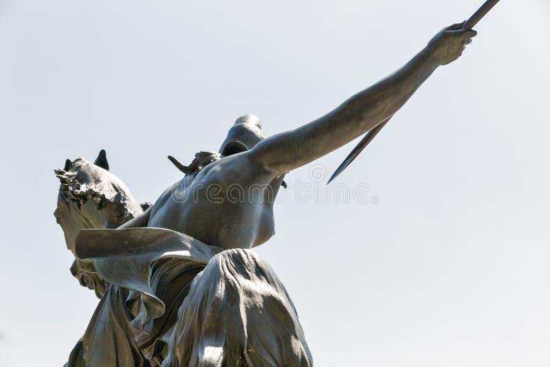 Estatua delante del museo de Altes en Berlín, Alemania fotografía de archivo libre de regalías