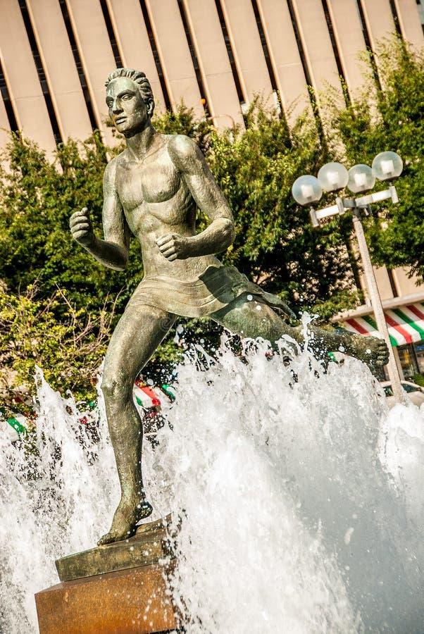 Estatua delante del tribunal en St. Louis fotos de archivo