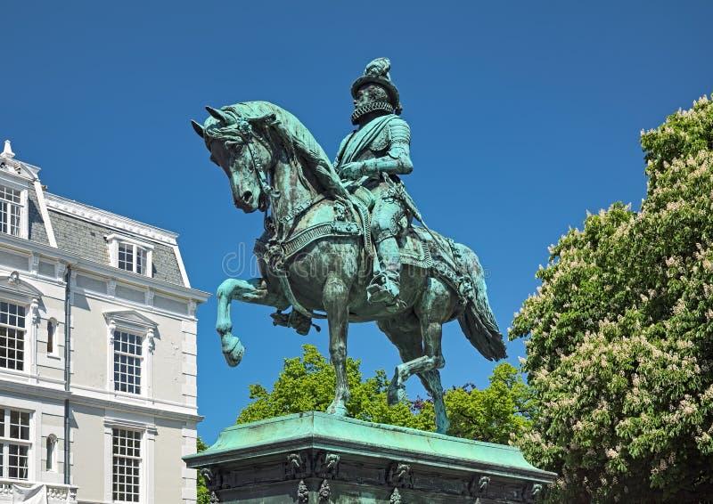 Estatua ecuestre de Guillermo I, príncipe de la naranja en La Haya, Países Bajos imagen de archivo