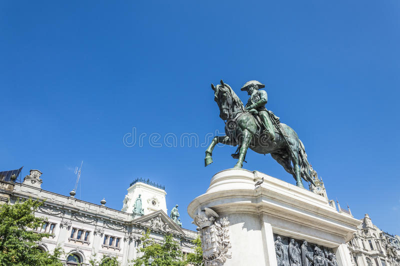 Estatua ecuestre de la estatua de rey Pedro IV en Oporto fotos de archivo libres de regalías