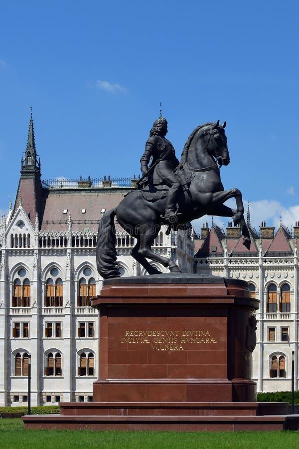 Estatua ecuestre del héroe nacional Rakoczi en Budapest - Hun imagenes de archivo