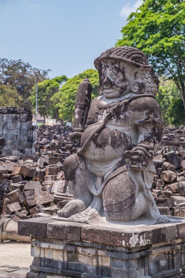 Estatua en Candi Sewu, pieza del templo hindú de Prambanan, Indonesia foto de archivo