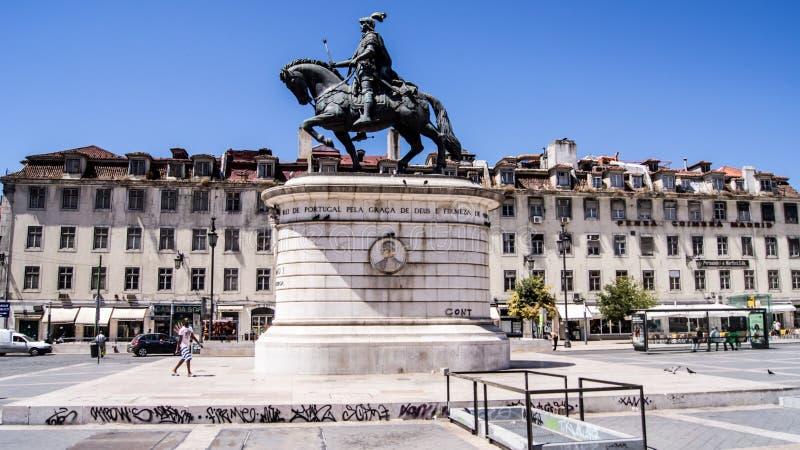 Estatua en el bronce de rey Joao I de Portugal en el cuadrado de Figueira. foto de archivo