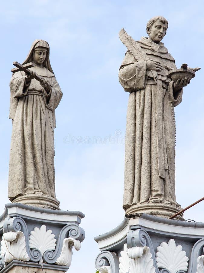 Estatua en el del Santo Nino de la basílica Cebú, Filipinas imagen de archivo