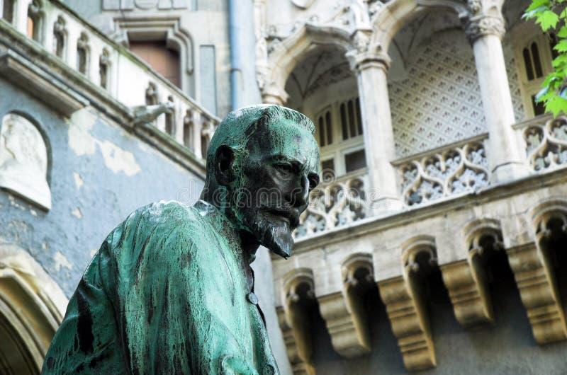 Estatua en el parque de la ciudad de Budapest fotos de archivo