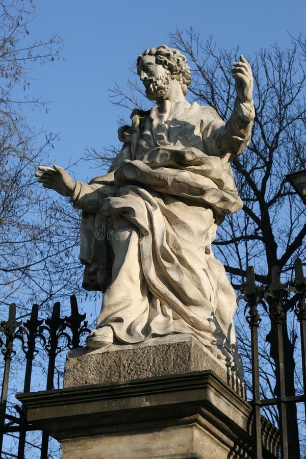 Estatua en Kraków Polonia imagenes de archivo