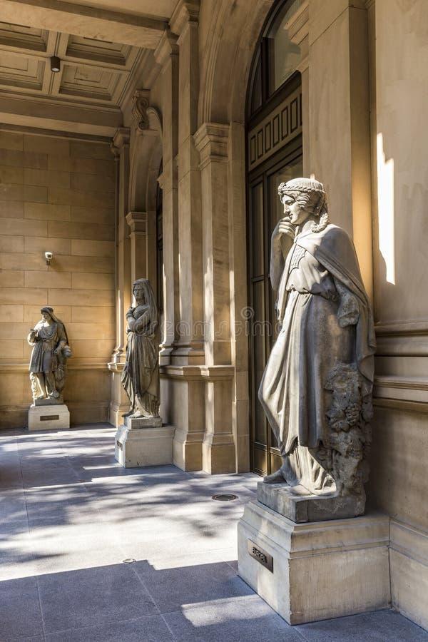 Estatua en la bolsa de acción de Francfort con el godness griego femenino imagen de archivo libre de regalías