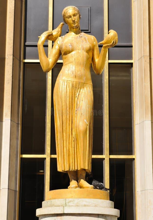 Estatua en París, Francia fotos de archivo