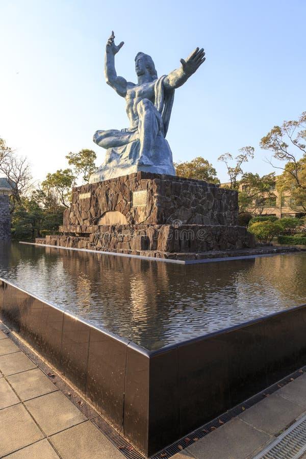 Estatua en parque de la paz en Nagasaki imágenes de archivo libres de regalías