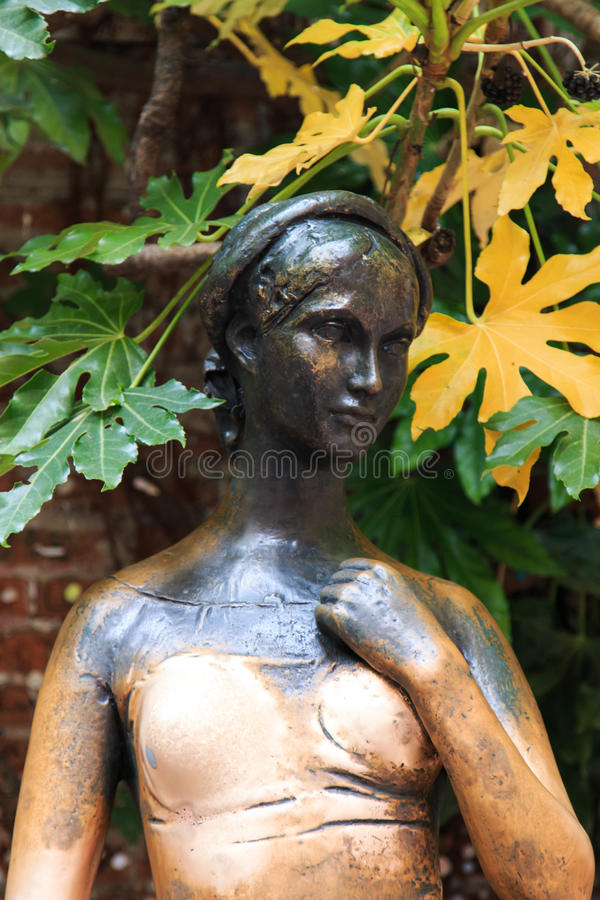 Estatua famosa de Juliet - Verona en Italia imágenes de archivo libres de regalías