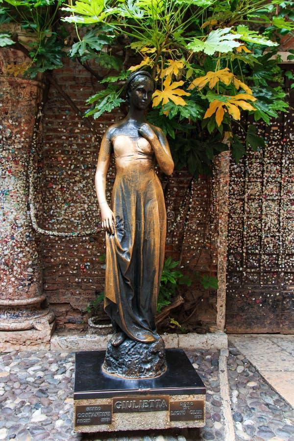 Estatua famosa de Juliet - Verona en Italia fotografía de archivo libre de regalías