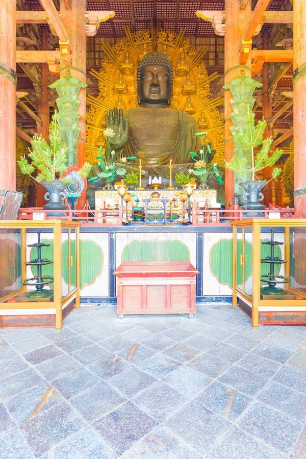 Estatua Front Centered Great Buddha Hall de Daibutsu V foto de archivo libre de regalías