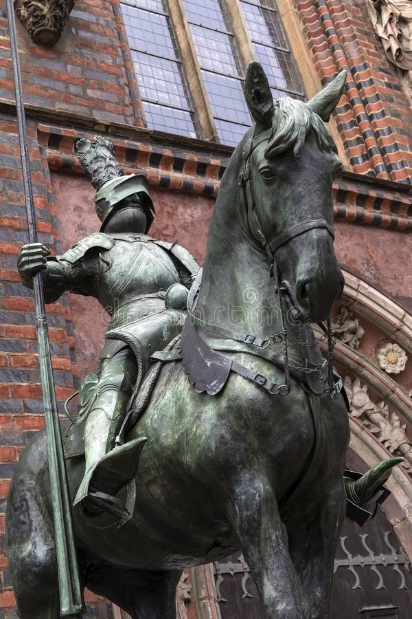 Estatua fuera ayuntamiento - Alemania Bremen fotos de archivo